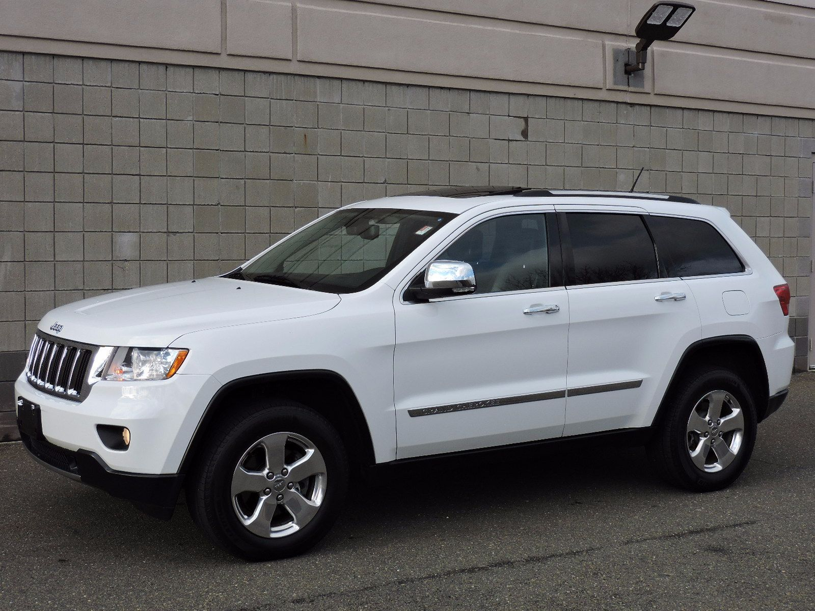 used 2013 jeep grand cherokee limited at auto house usa saugus. Black Bedroom Furniture Sets. Home Design Ideas