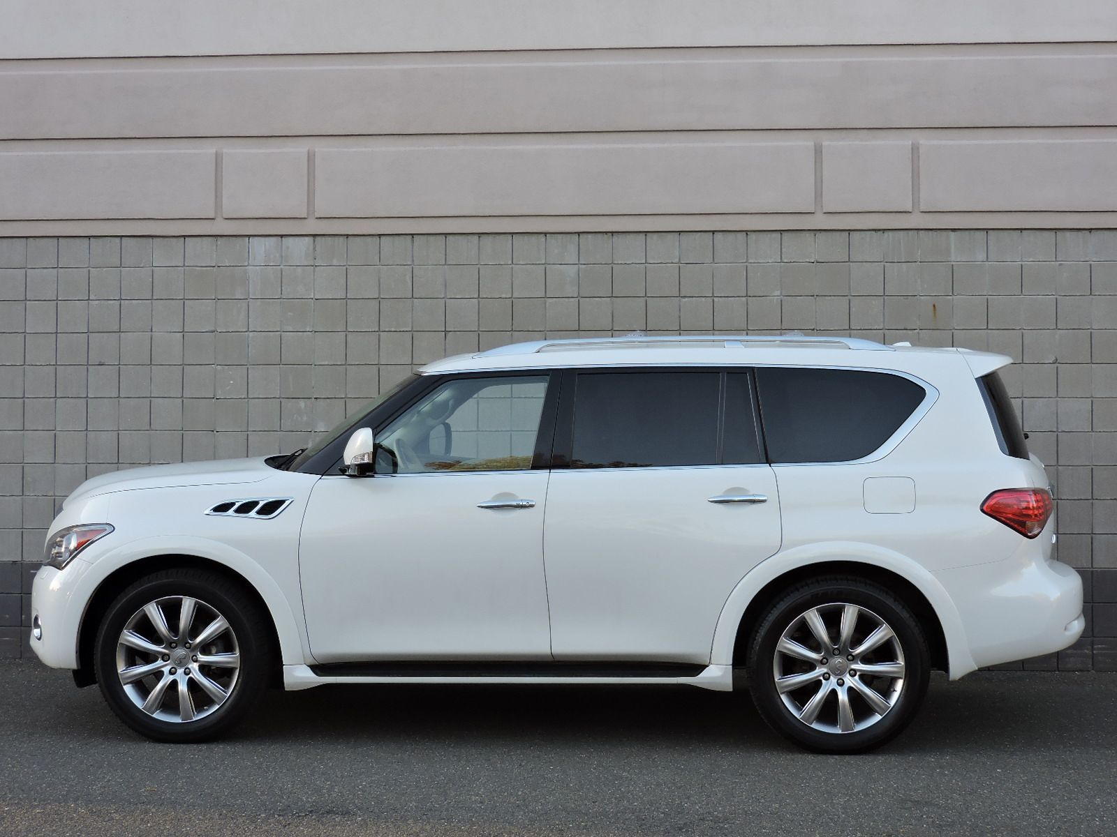 Used 2011 infiniti qx56 8 passenger at auto house usa saugus 2011 infiniti qx56 all wheel drive navigation dvd video entertainment vanachro Choice Image