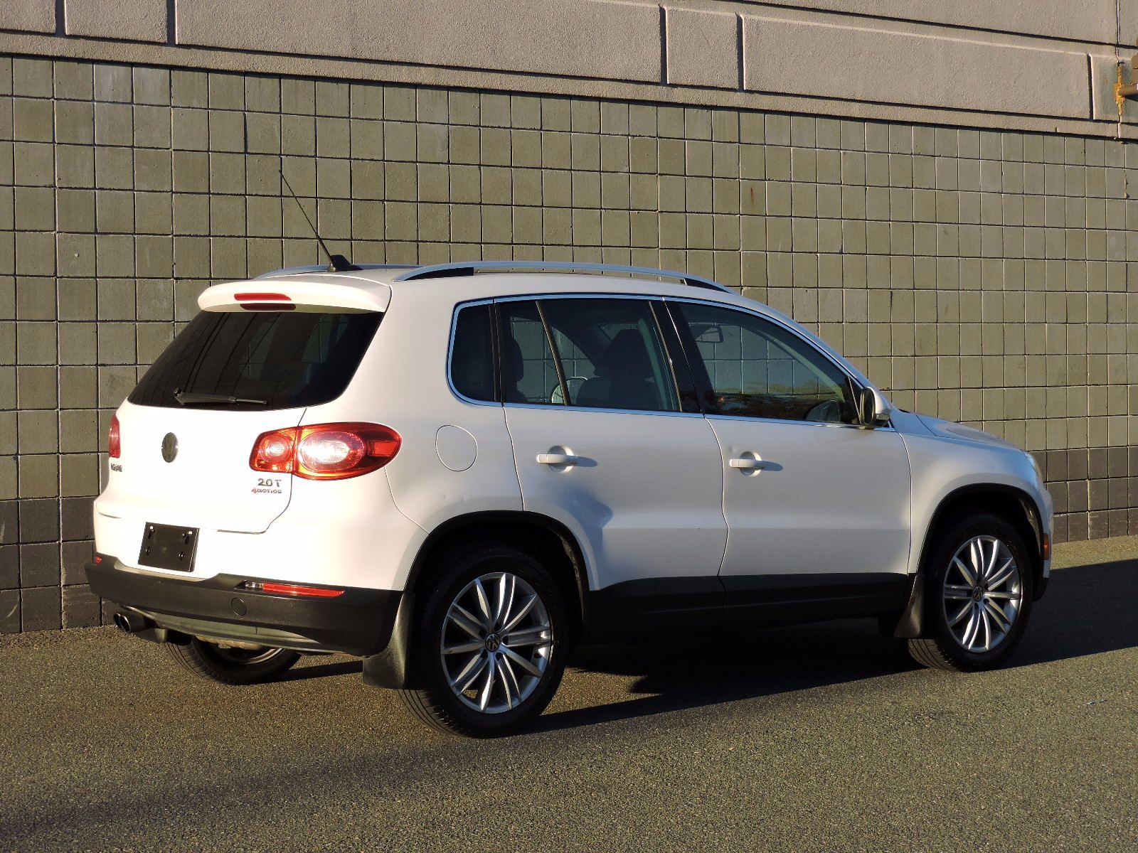 Used 2011 Volkswagen Tiguan SE 4Motion wSunroof & Navi at Auto House USA Saugus