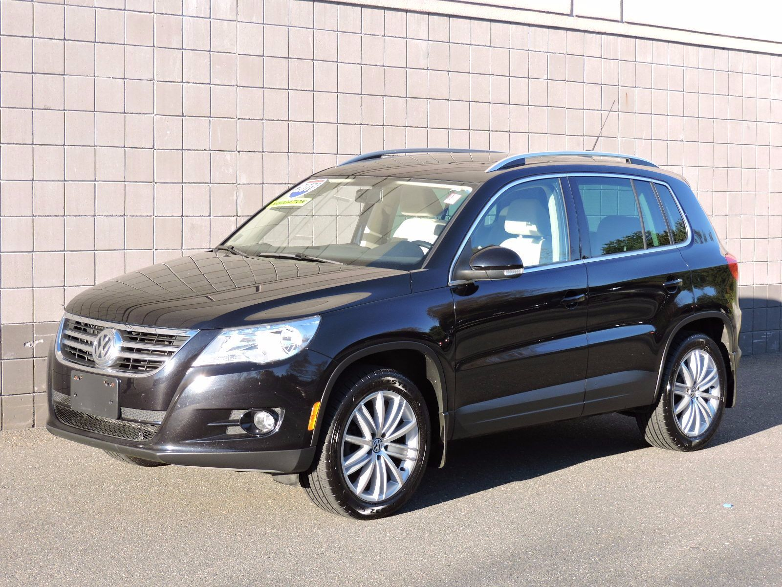 used 2011 volkswagen tiguan se 4motion wsunroof navi at auto house usa saugus. Black Bedroom Furniture Sets. Home Design Ideas
