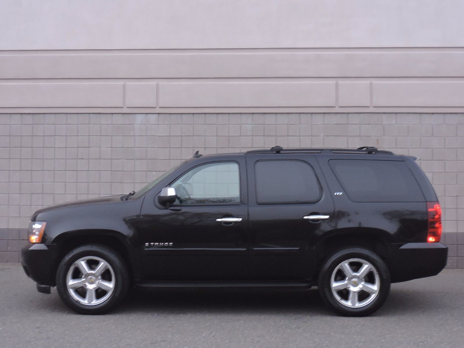 used 2008 chevrolet tahoe ltz at auto house usa saugus. Black Bedroom Furniture Sets. Home Design Ideas