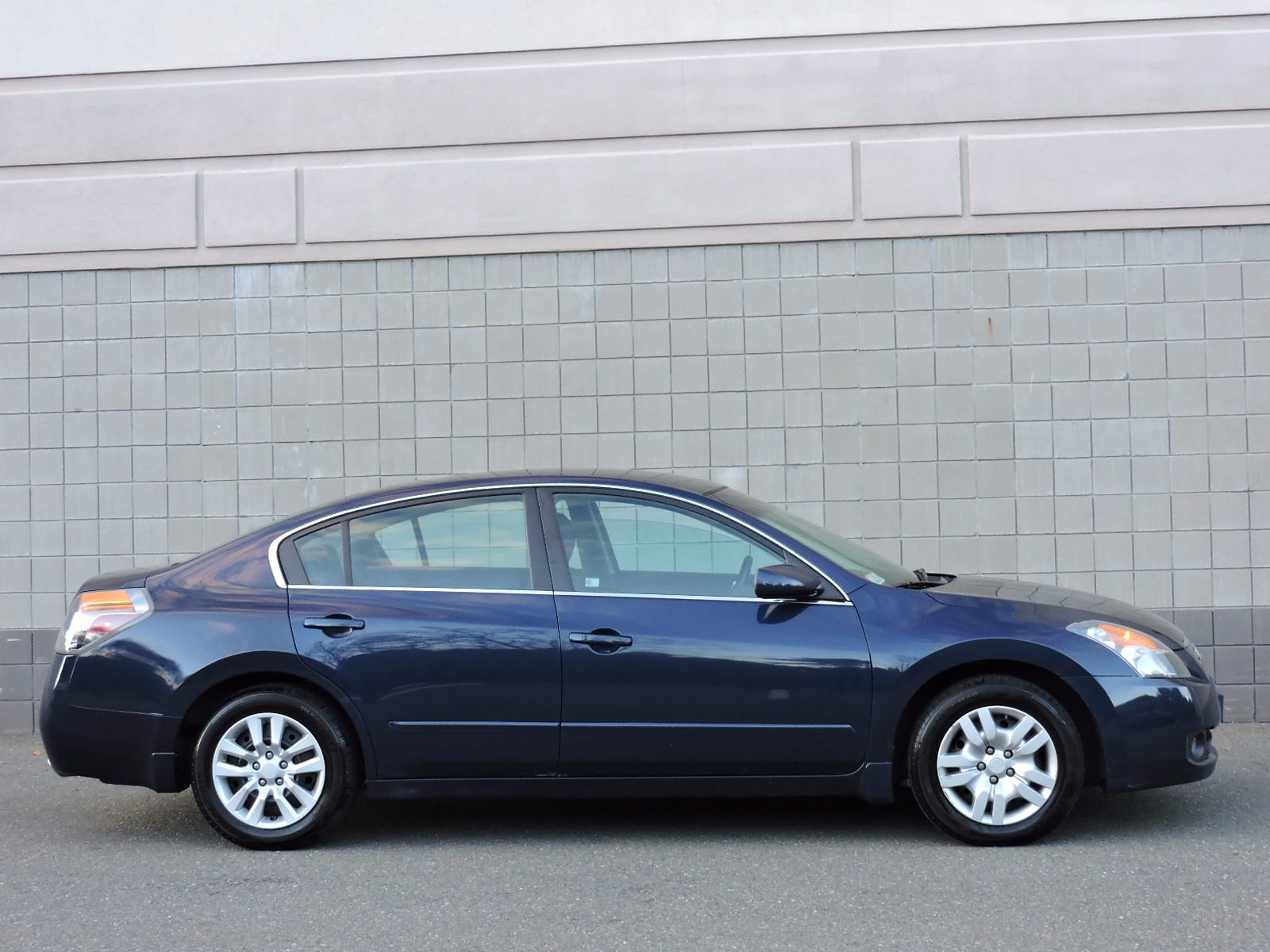 used 2009 nissan altima 2 5 s at auto house usa saugus. Black Bedroom Furniture Sets. Home Design Ideas