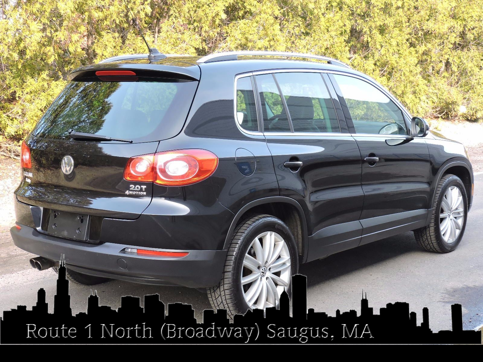 2011 Volkswagen Tiguan SEL - 4Motion - All Wheel Drive - Navigation