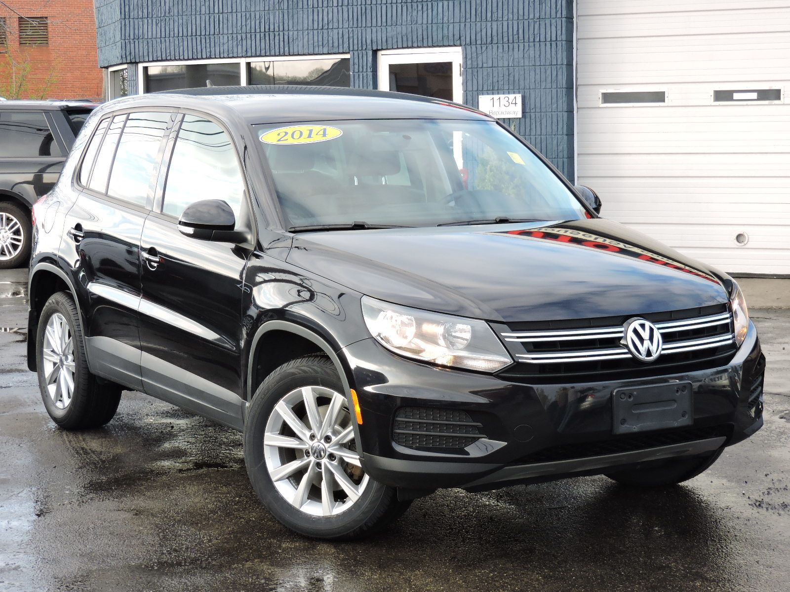 used 2014 volkswagen tiguan se at auto house usa saugus. Black Bedroom Furniture Sets. Home Design Ideas
