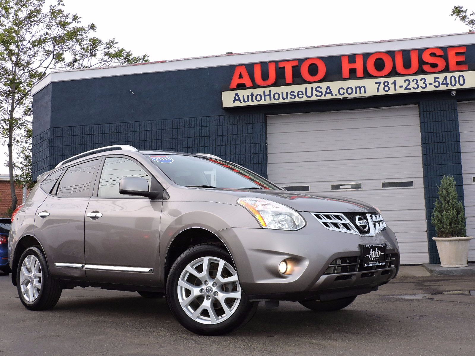 2011 Nissan Rogue SV - All Wheel Drive - Navigation