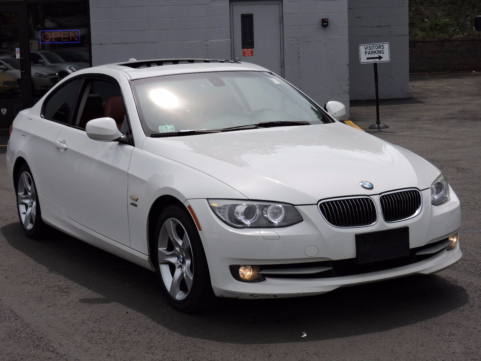 2011 BMW 328i xDrive - All Wheel Drive - Sport Package - Navigation