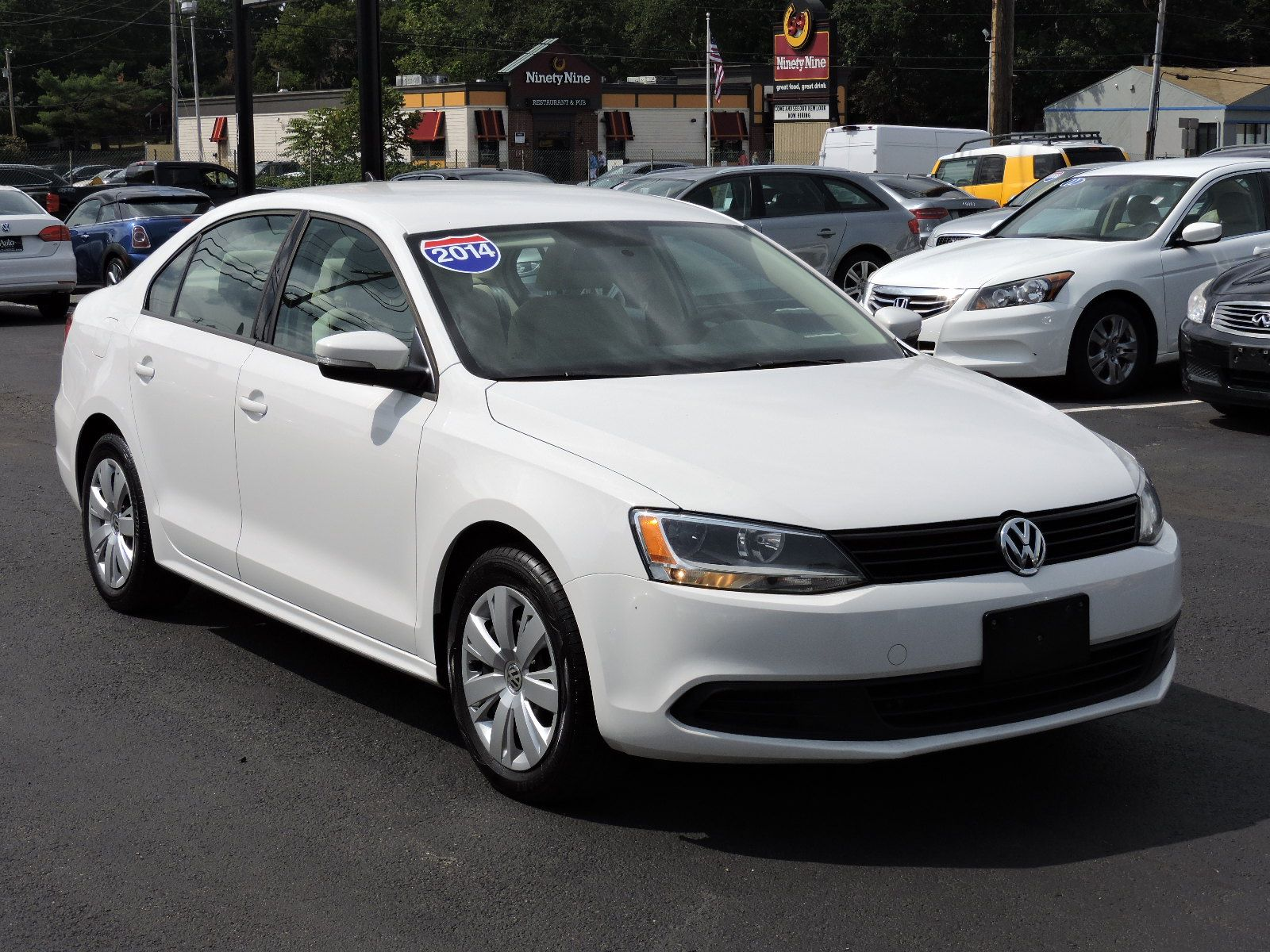 2014 Volkswagen Jetta Sedan SE - 5 Speed Manual