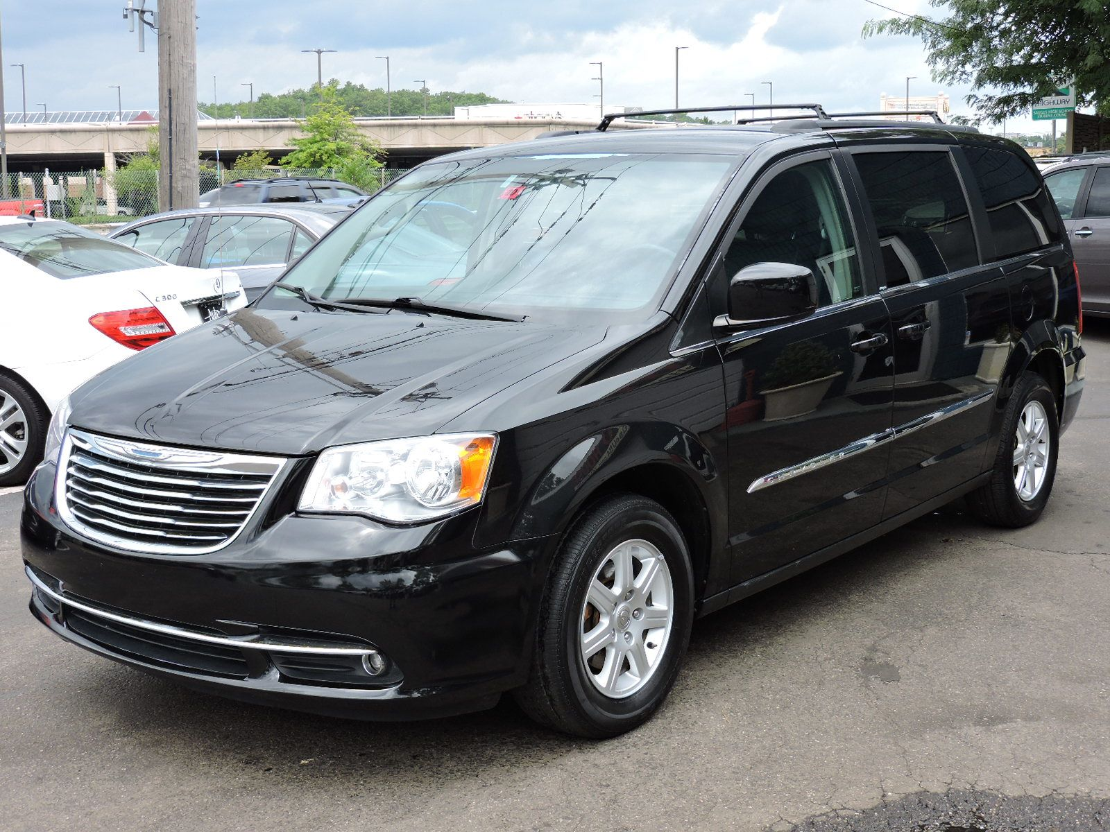 used 2012 chrysler town country touring at auto house usa saugus. Black Bedroom Furniture Sets. Home Design Ideas