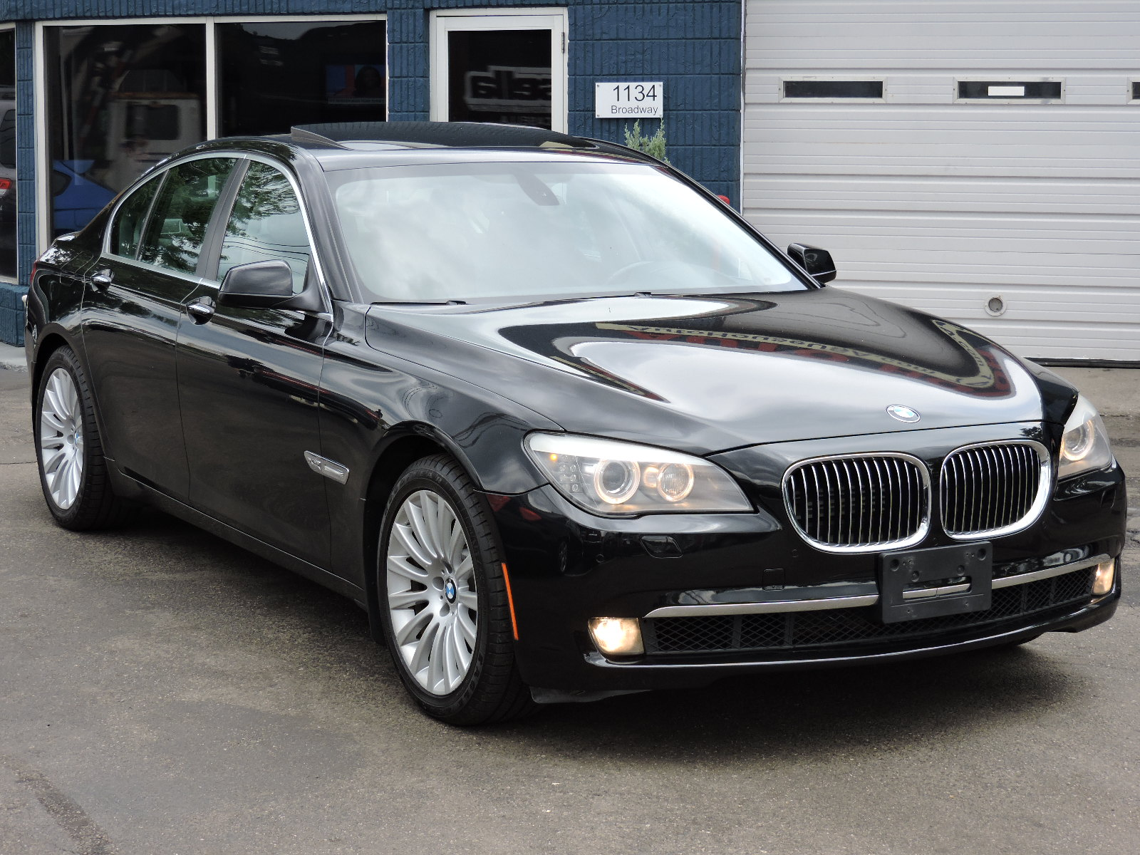2011 BMW 750i xDrive - All Wheel Drive - Navigation - Sport Package