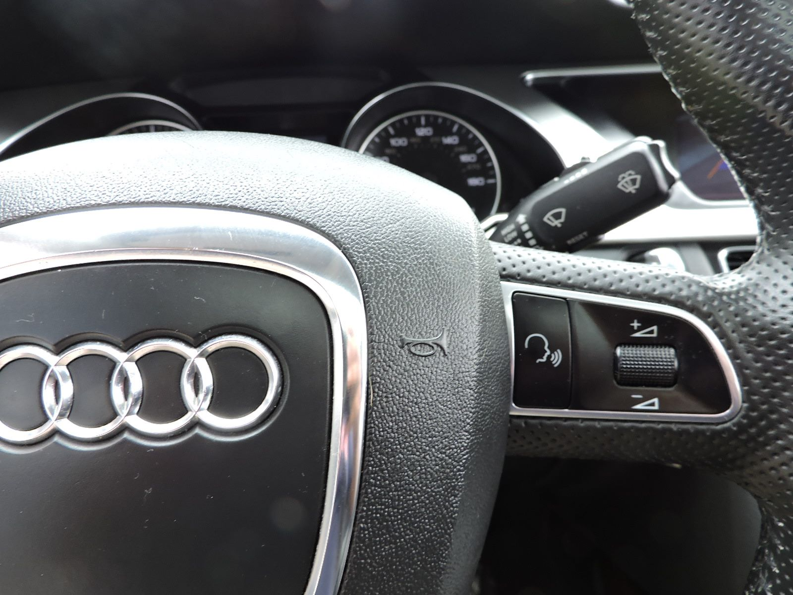2010 Audi A5 - 2.0T - Quattro - All Wheel Drive - Navigation