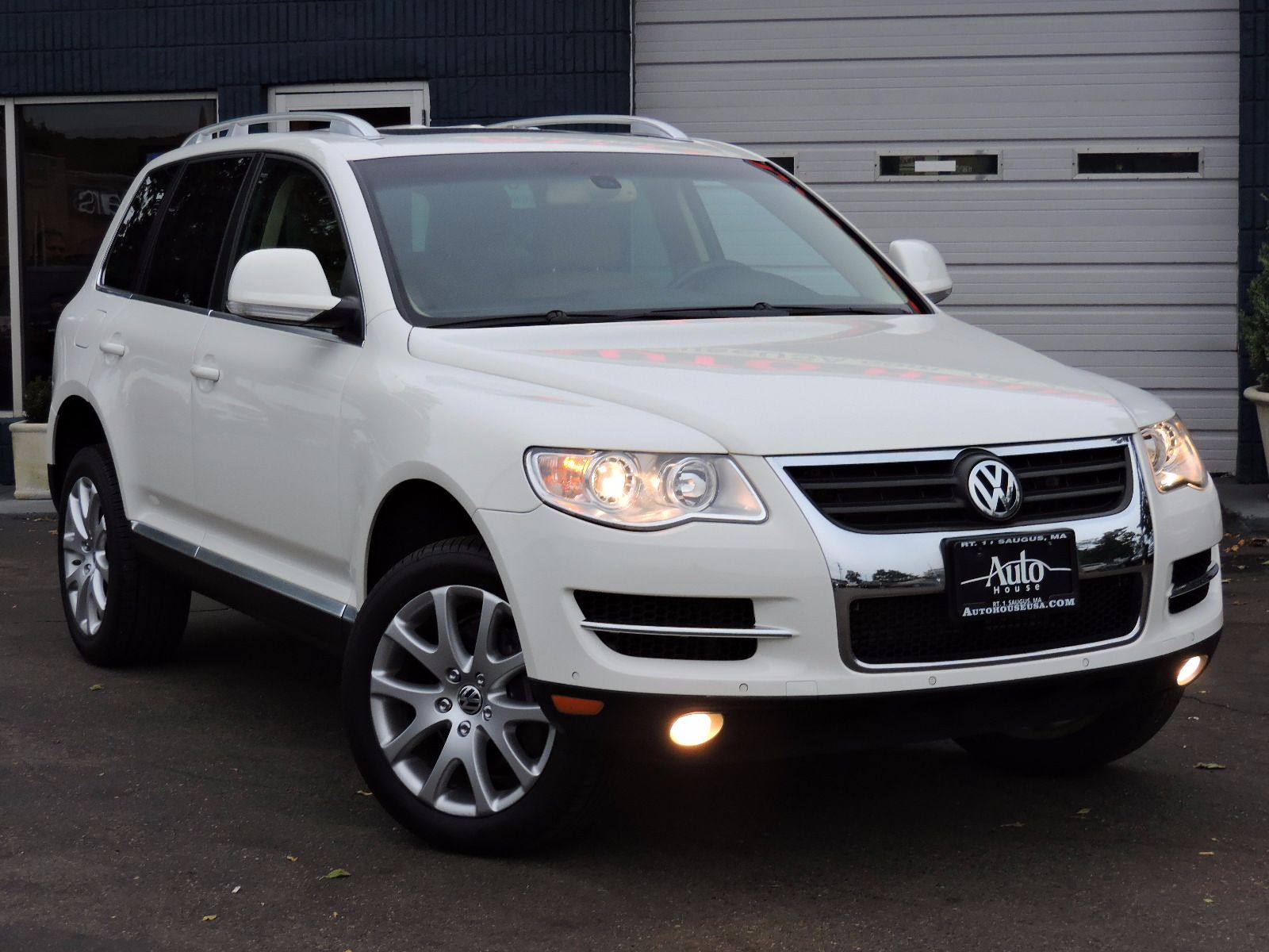used 2010 volkswagen touareg vr6 vr6 at auto house usa saugus. Black Bedroom Furniture Sets. Home Design Ideas