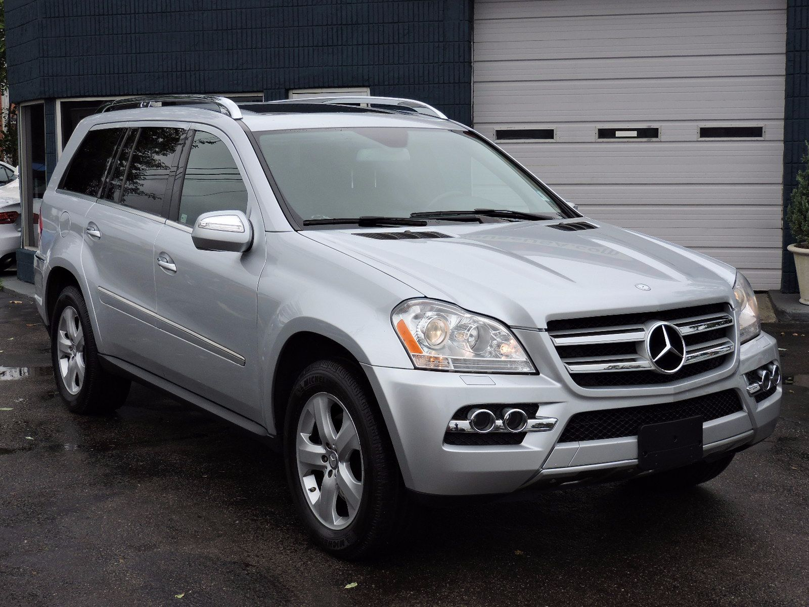 2010 Mercedes-Benz GL 450 - 4Matic - All Wheel Drive - Navigation
