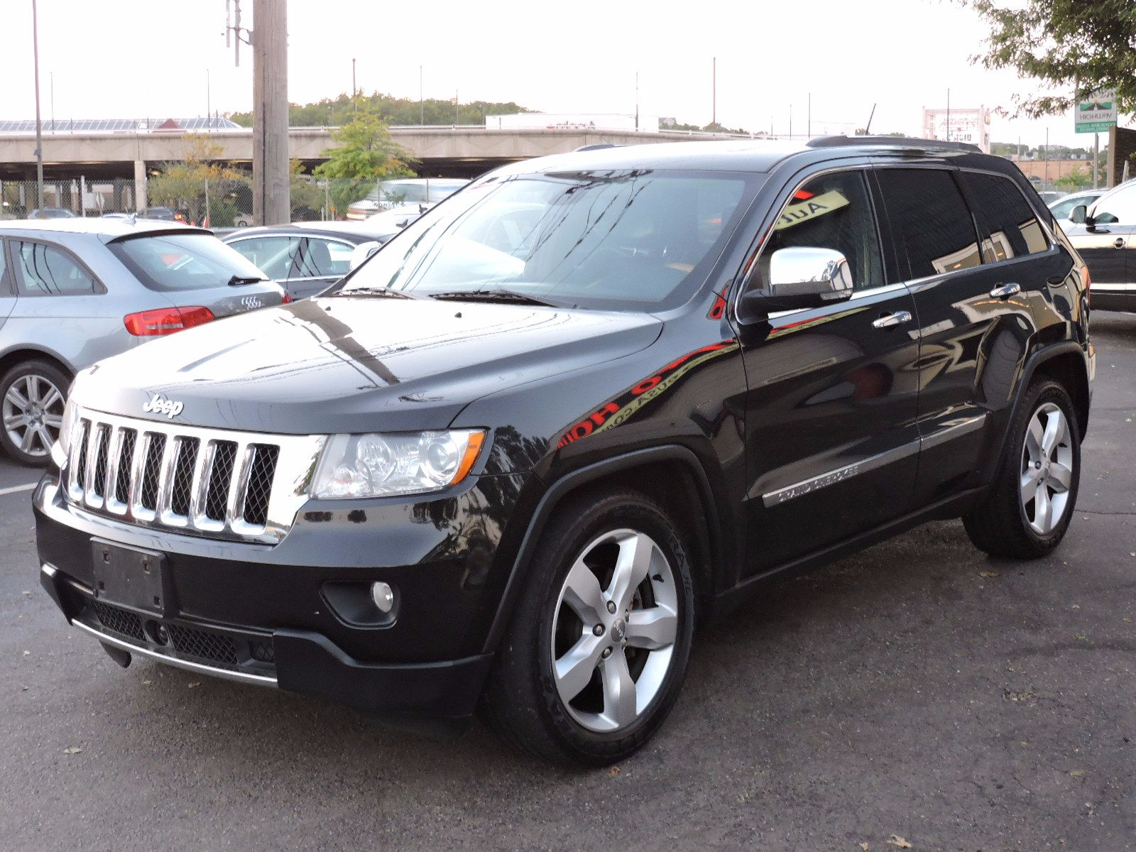used 2011 jeep grand cherokee overland at auto house usa saugus. Black Bedroom Furniture Sets. Home Design Ideas