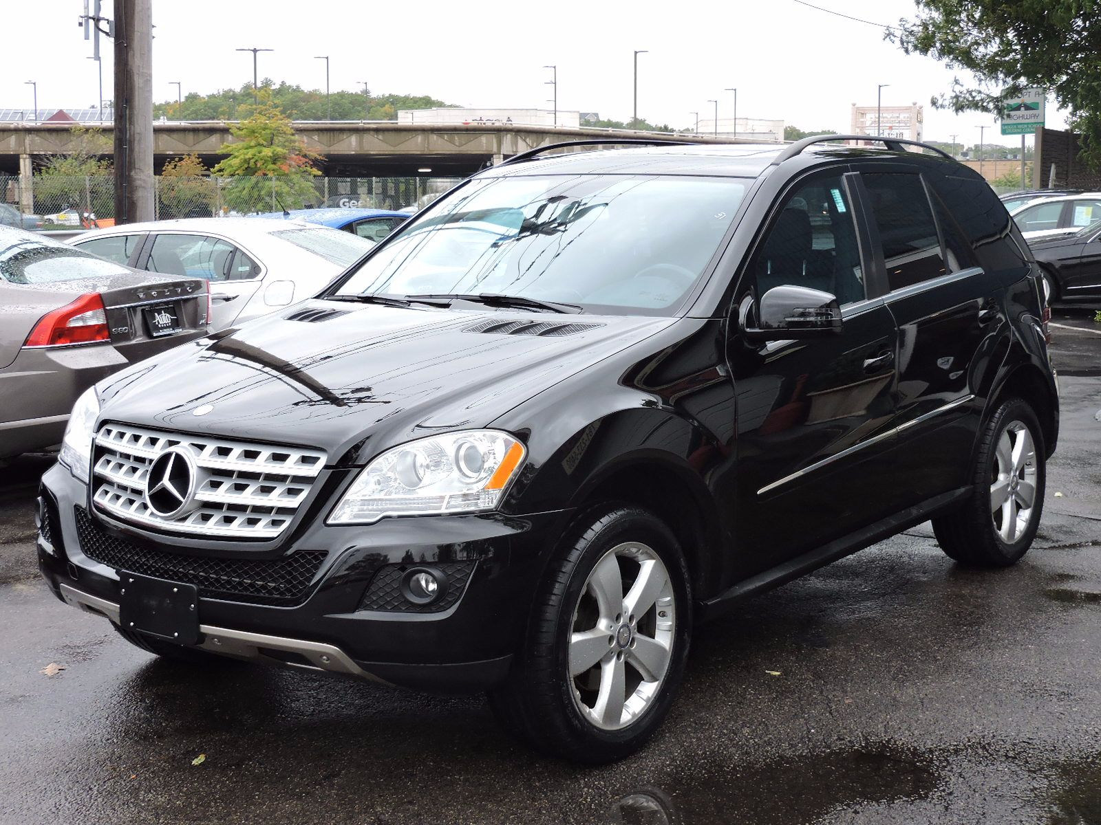 2011 Mercedes-Benz ML 350 - All Wheel Drive - Navigation