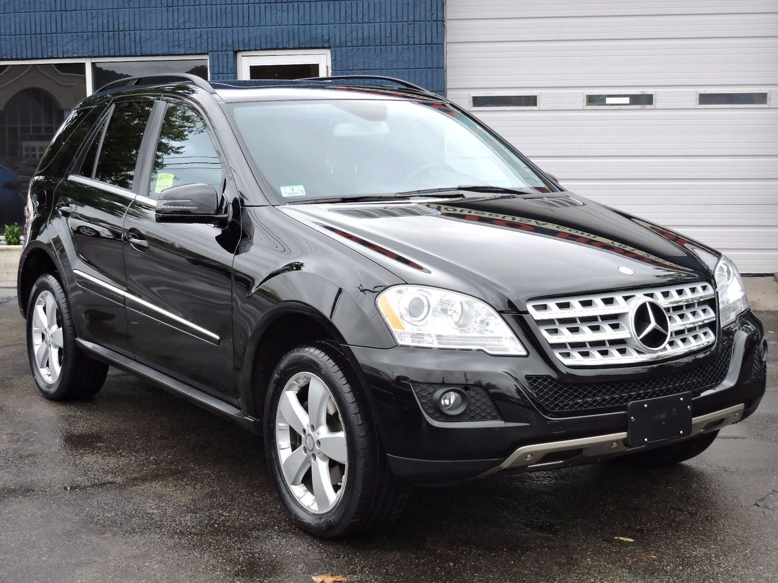 2011 Mercedes-Benz M-Class - All Wheel Drive - Navigation
