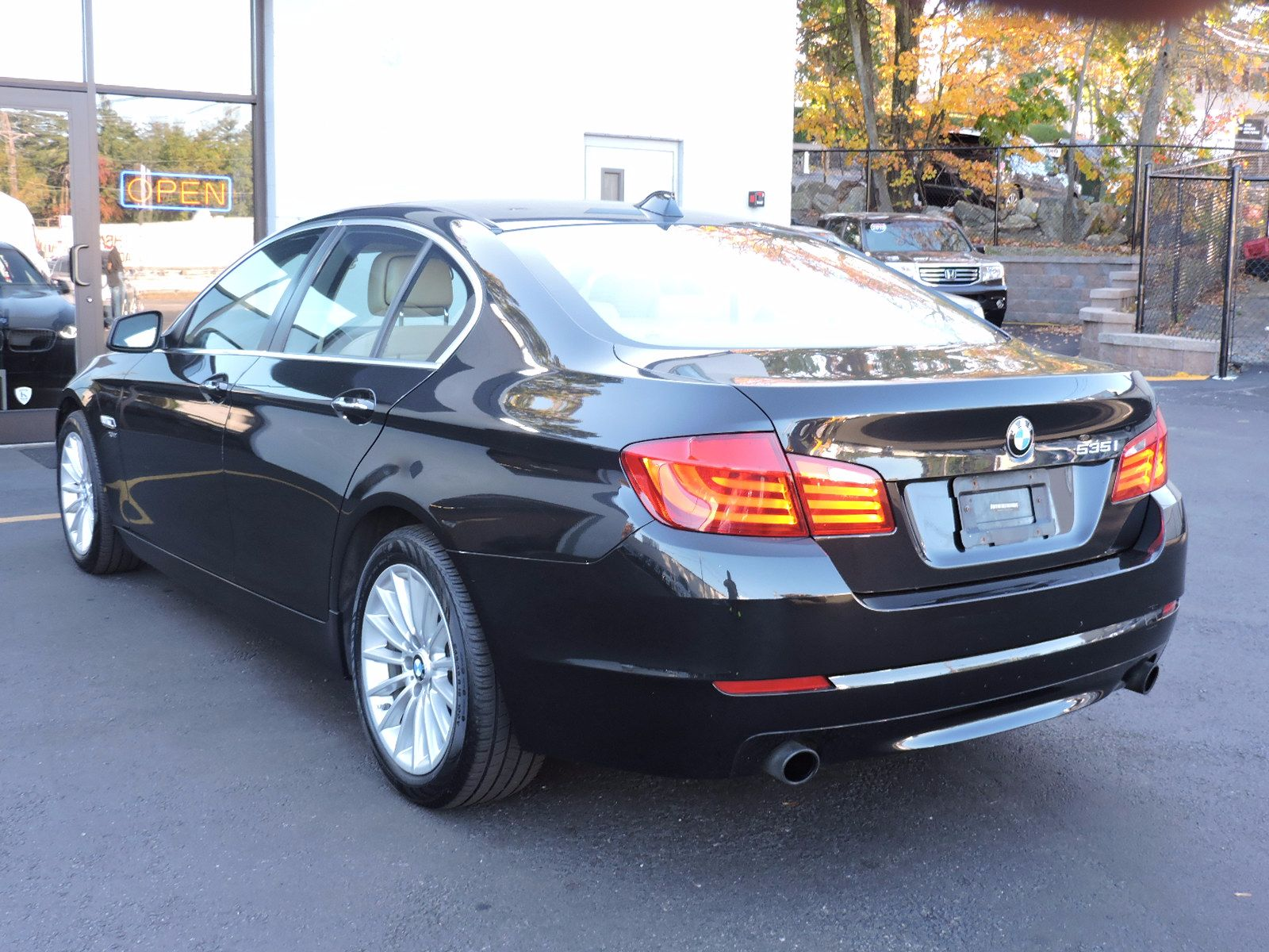 2011 BMW 535i xDrive - All Wheel Drive - Navigation