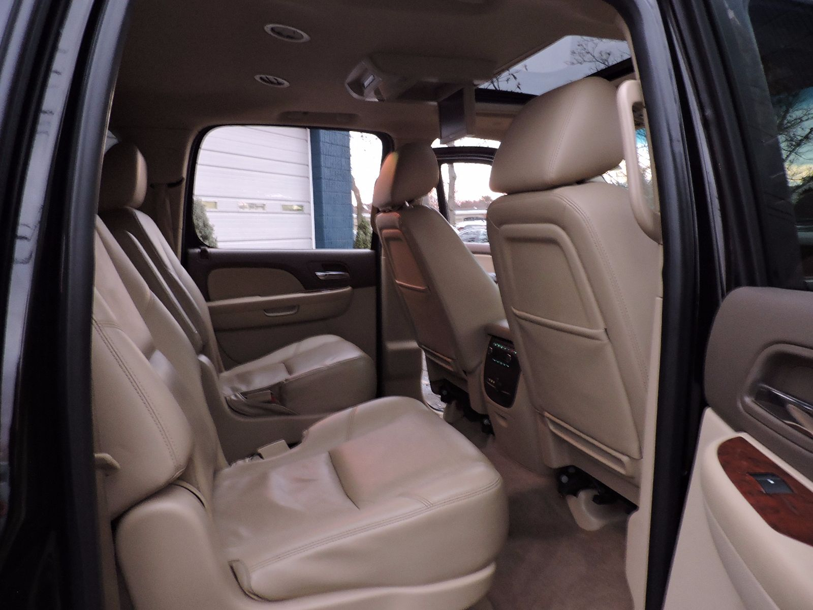 2013 Chevrolet Suburban LTZ - All Wheel Drive - Navigation - DVD